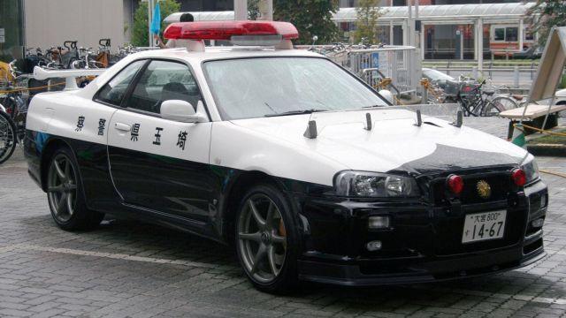 Nissan-Skyline GT-R-Japan-police-640