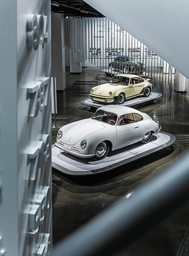 8b7e67c141a Τόσο μικρή και χαμηλή ήταν, με 590 kg και μόλις 110 PS από τον 4κύλινδρο  boxer κινητήρα που ήταν τοποθετημένος στο κέντρο. Ήταν το πρώτο αυτοκίνητο  που ...