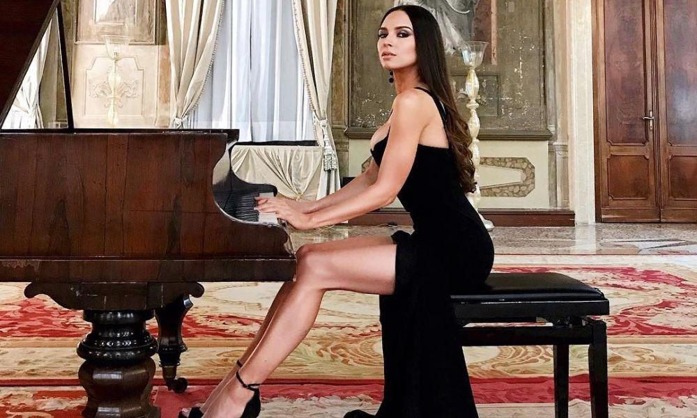 Η πιο σέξι πιανίστρια