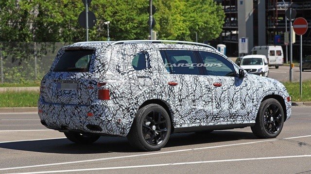 2019-mercedes-gls-less-camo-spy45643harpi640