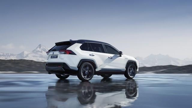 Toyota-rav4-hybrid-2019-tsiro-640