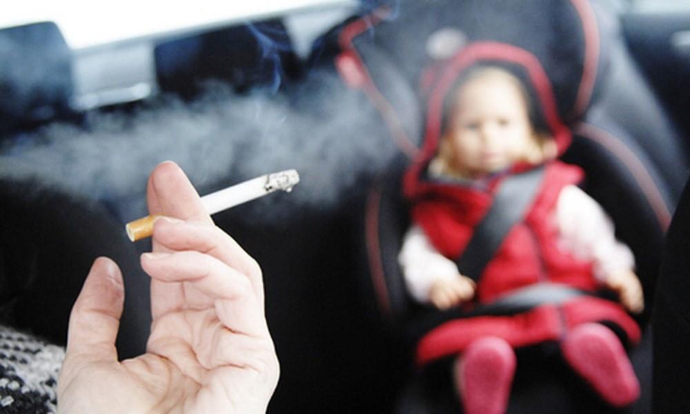 Κάπνισμα και οδήγηση: Πρόστιμα από 1.500 ευρώ και αφαίρεση διπλώματος!
