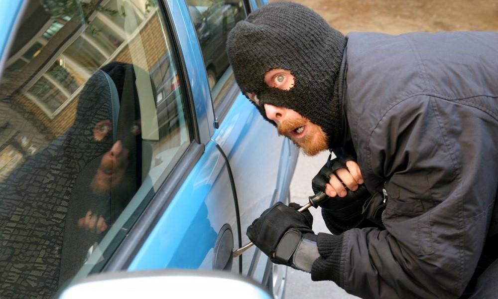 SOS: Σπείρα σταματά και κλέβει οδηγούς στον Ωρωπό