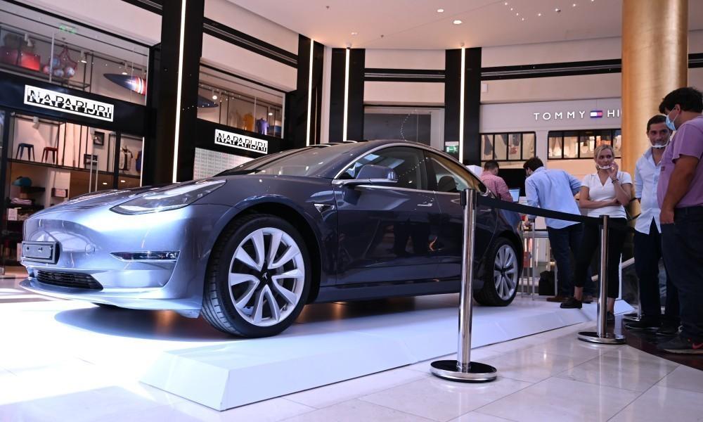 200904133803 Tesla Golden Hall 2