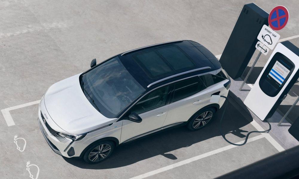 Peugeot-3008-2020-white-d1000x600
