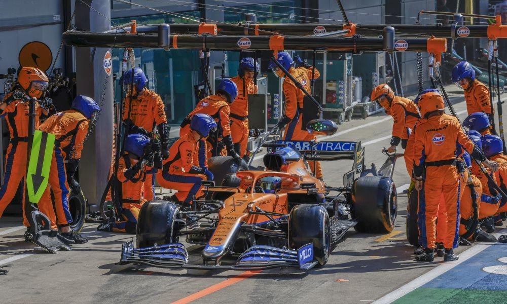 Ricciardo-Silverstone-21-pitstop-a1000x600